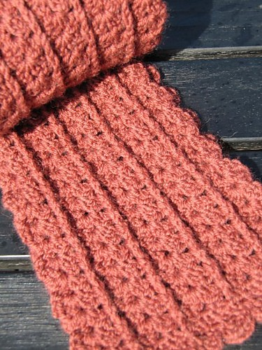 [Free Pattern] This Fabulous Scarf Looks Beautiful In All The Different Yarns