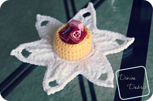 [Free Pattern] This Darling Daffodil Candy Holder Can Hold Any Small Treat With So Much Grace