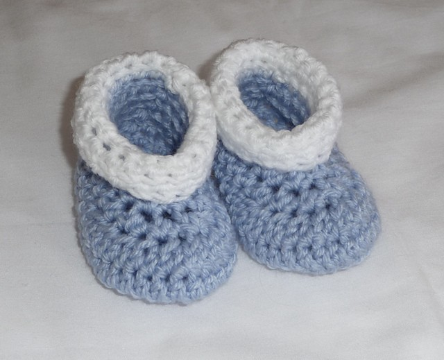 [Free Pattern] Adorable No Seam Baby Booties- The Easiest Pattern Ever!