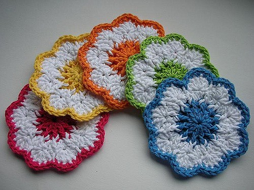[Free Pattern] Celebrate Spring With These Happy And Beautiful Crochet Coasters