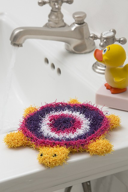 [Free Pattern] Uniquely Textured Turtle Washcloth That Kids Will Love Using In The Bathtub