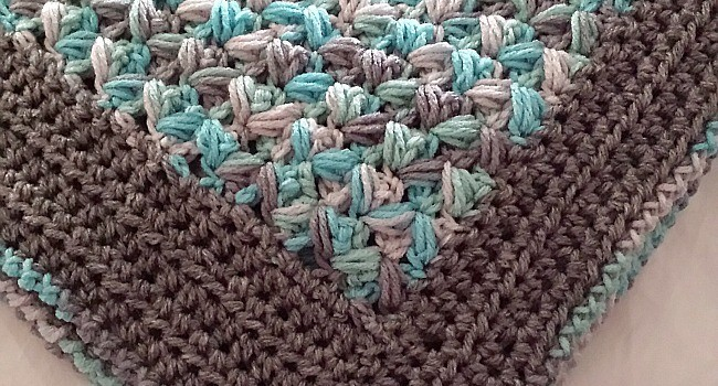 Daily Crochet Com : Free Pattern] Simple, Soft And Puffy Zig-Zag Puff Stitch Baby Afghan ...