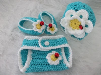 [Free Pattern] This Crochet Baby Set Is So Cute And Works Up Really Fast!