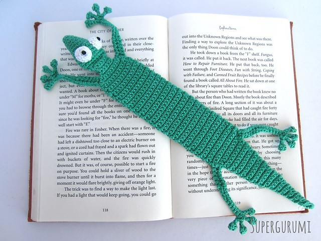 [Free Pattern] This Adorable Gecko Bookmark Will Make Your Day A Little Brighter