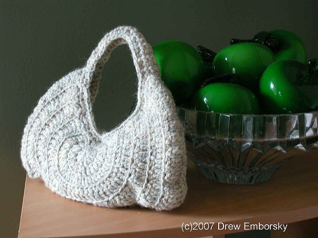 [Free Pattern] Every Girl Needs A Perfectly Cute Crochet Purse For Her Date Night