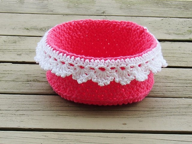 [Free Pattern] This Lace Basket Makes An Incredibly Cute And Useful Gift Everyone Will Want