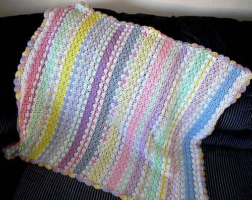 [Free Pattern] This Lovely Shell Blanket It's So Fast And Uses Less Yarn Then You May Think