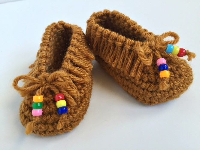 [Free Pattern] 10 Adorable And Quick Crochet Baby Booties To Make Someone's Little Feet Very Happy