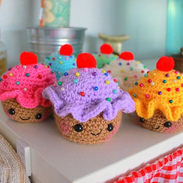 [Free Pattern] This Really Cute Crochet Pincushion Makes Such A Great Little Gift