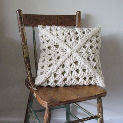 [Free Pattern] You'll Be Amazed To See How Simple Is To Make This Gorgeous Chunky Cushion!