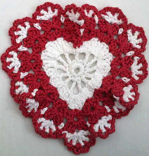 [Free Pattern] Beautiful And Simple Heart Shaped Crochet Dishcloth