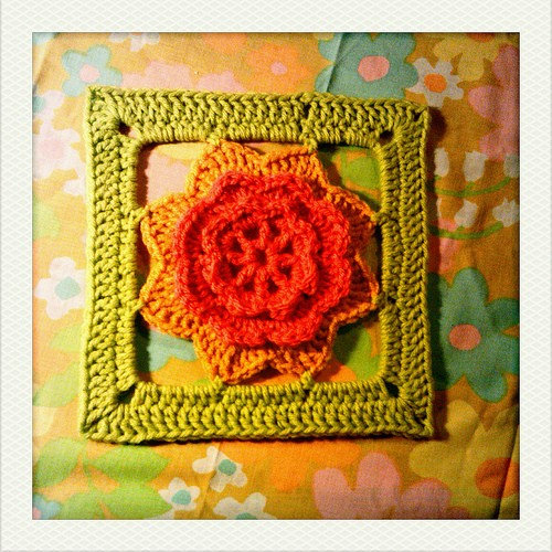 [Free Pattern] Gorgeous Flowery Square