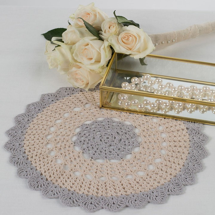 [Free Pattern] Spice Up Your Home Decor With This Stylish Scalloped Round Doily