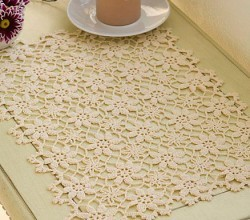 [Free Pattern] This Apple Blossom Placemat Is The Perfect Year-Round Home Accent