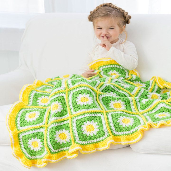 [Free Pattern] This Cheery Daisy Baby Blanket Adds The Perfect Summer Touch To Any Nursery