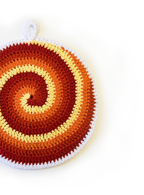 [Free Pattern] These Spiral Potholders With Amazing Looks And Colors Are Brilliant