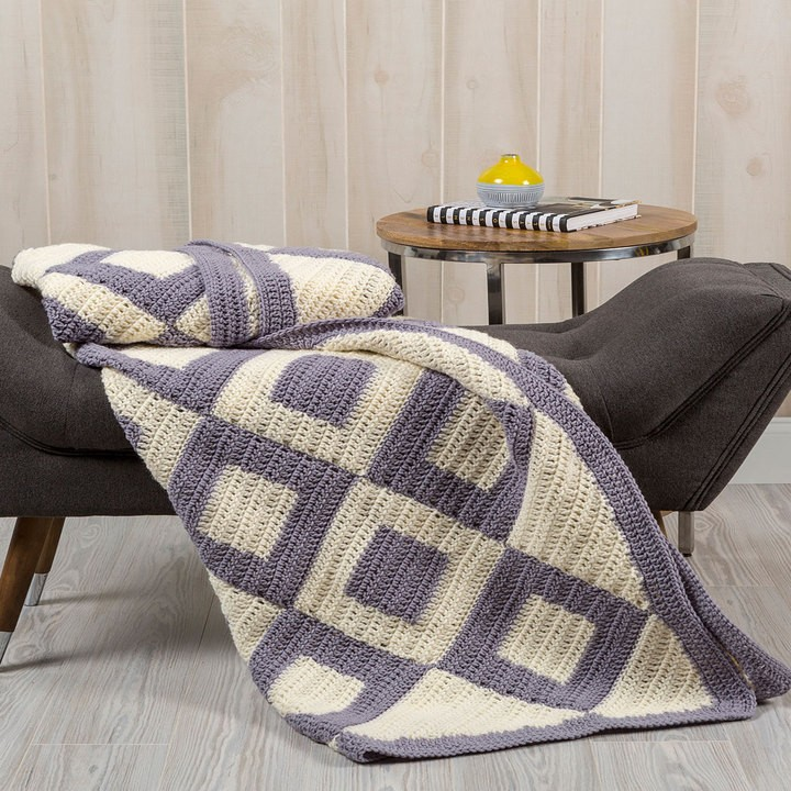 [Free Pattern] Introduce Charm To Your Bedroom With This Easy Two Colors Crochet Throw