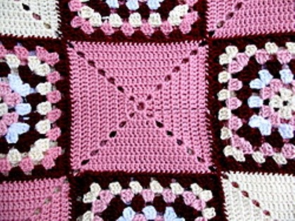 [Free Pattern] Simple Yet Clever And Striking Granny Square Rug Bedspread
