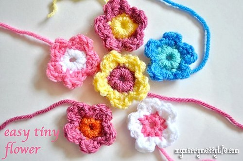 [Free Pattern] These Tiny Crochet Flowers Are Insanely Beautiful