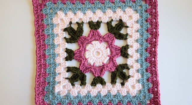[Free Pattern] This Gorgeous Blooming Granny Square Makes Awesome Housewarming Gifts