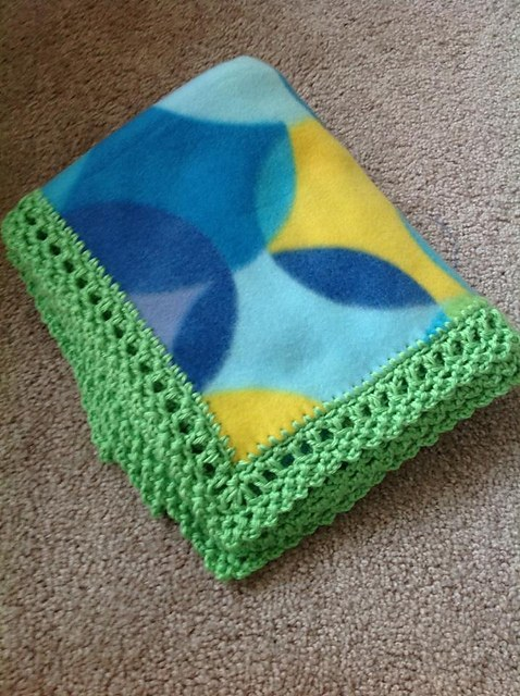 [Free Pattern] This Unisex Crochet Edge Can Make Any Fleece Blanket Look Amazing!