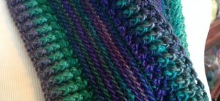 [Free Pattern] Awesome Infinity Scarf That Will Keep You Warm