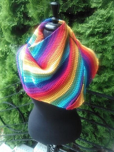 [Free Pattern] Take Your Fall Look To The Next Level With This Super Simple Yet Stunning Boomerang Shawl