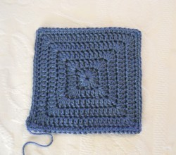 [Free Pattern] Quick And Easy Simple Solid Granny Square