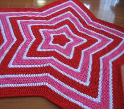 [Free Pattern] This Star Blanket May Be Even Easier Than You Realize...