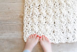 [Free Pattern] Clever, Simple Yet So Fabulous Clothesline Bath Rug