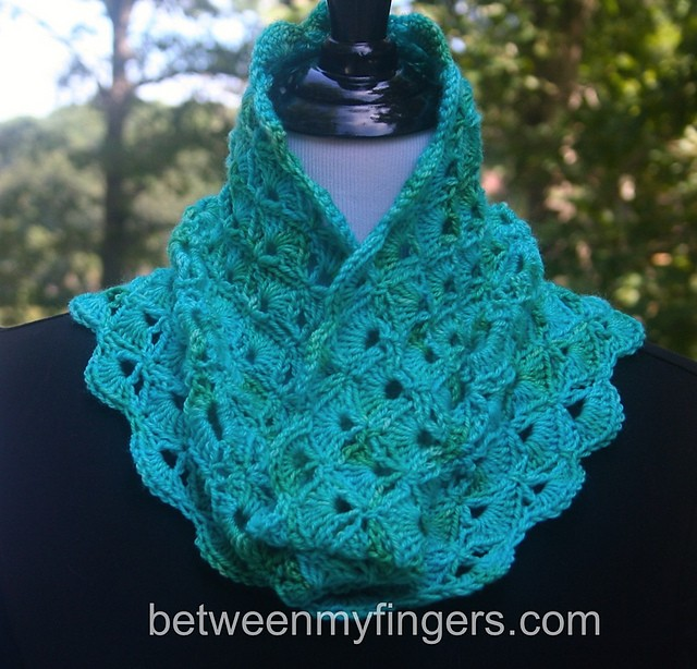 [Free Pattern] Make Everyday A Statement Of Elegance With This Beautiful Neck Warmer