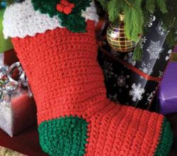 [Free Pattern] Quick And Easy Crochet Holly Stocking