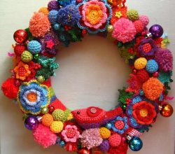 [Free Pattern] This Amazing Christmas Wreath Will Make Your Heart Jolt Every Time You Clap Eyes On It