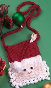 [Free Pattern] Your Favorite Little Girl Will LOVE This Cute Santa Purse!