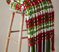 [Video Tutorial] Get Cozy This Holiday Season With This Festive Woven Plaid Blanket