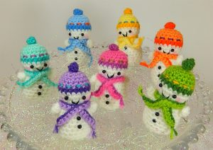 [Free Pattern] TheseTeeny Tiny Snowmen Love To Do Synchronized Skating On The Ice
