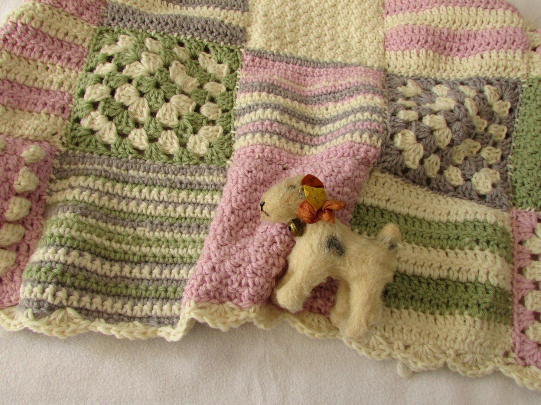 Knitting Granny Squares For Beginners : Video tutorial gorgeous granny square baby blanket for