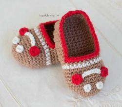 Incredibly Cute Gingerbread Man Baby Booties You Can Make Really Quick