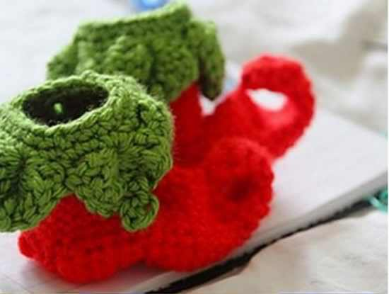[Free Pattern]These Crochet Elf Baby Shoes Make A Beautiful Christmas Gift For Any Special Little One