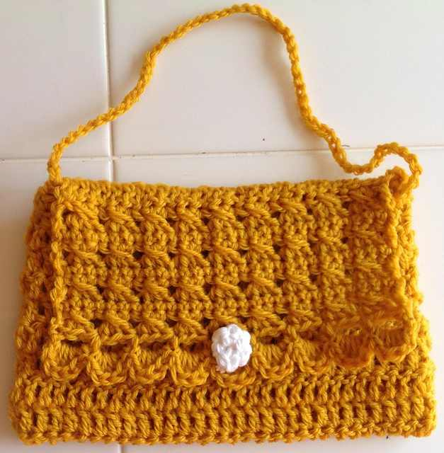 It Only Takes 1 Hour To Make This Cute And Easy Little Girl's Crochet Purse