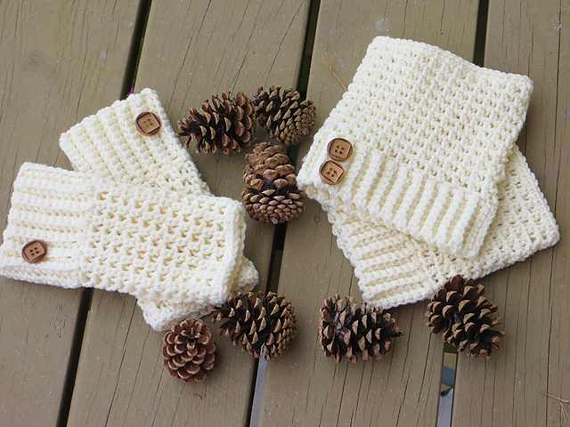 Make Your Comfy, Cold-Weather Crochet Boot Cuffs In Just A Couple Of Hours With This Fabulous Pattern