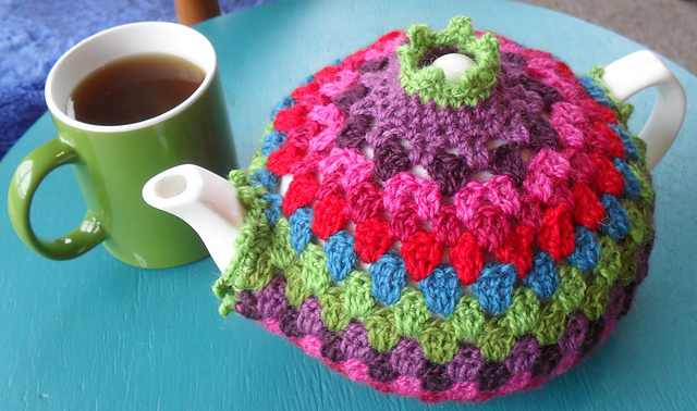 This Lovely Granny Tea Cozy Keeps The Tea From Going Cold In Style!