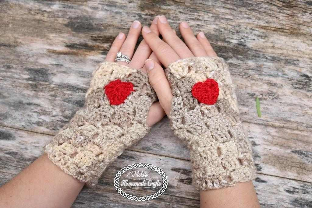 This Crochet Heart Fingerless Gloves Are Super-Cute And Perfect For Texting!