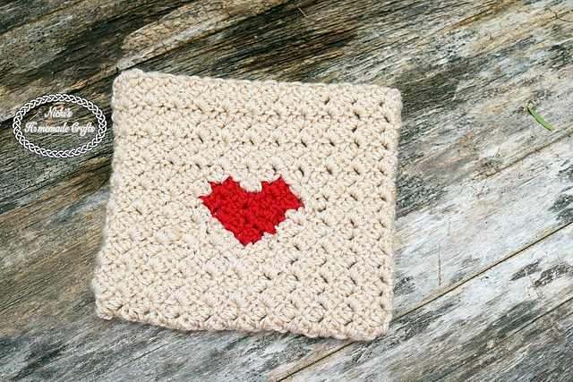 Chic And Functional Crochet Heart Envelope