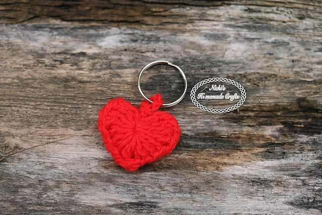 This Small Heart Keychain Is Perfect To Keep Your Keys Together