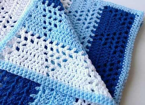 Knitted Triangle Pattern Baby Blanket : [Free Pattern] Lovely Triangles & Stripes Baby Blanket Pattern - Knit And...