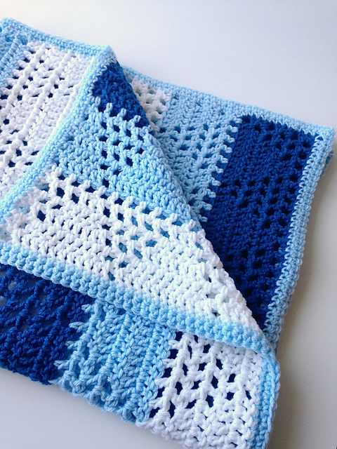 Lovely Triangles & Stripes Baby Blanket Pattern