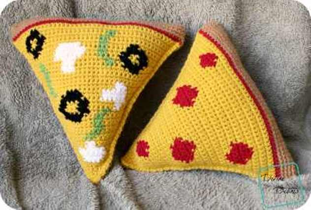 [Free Pattern] Have Fun Making This Pizza Amigurumi With Two Different Pizza Toppings