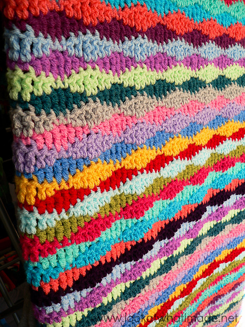[Free Pattern] This Lazy Waves Blanket Looks Like A Fun, Easy Pattern