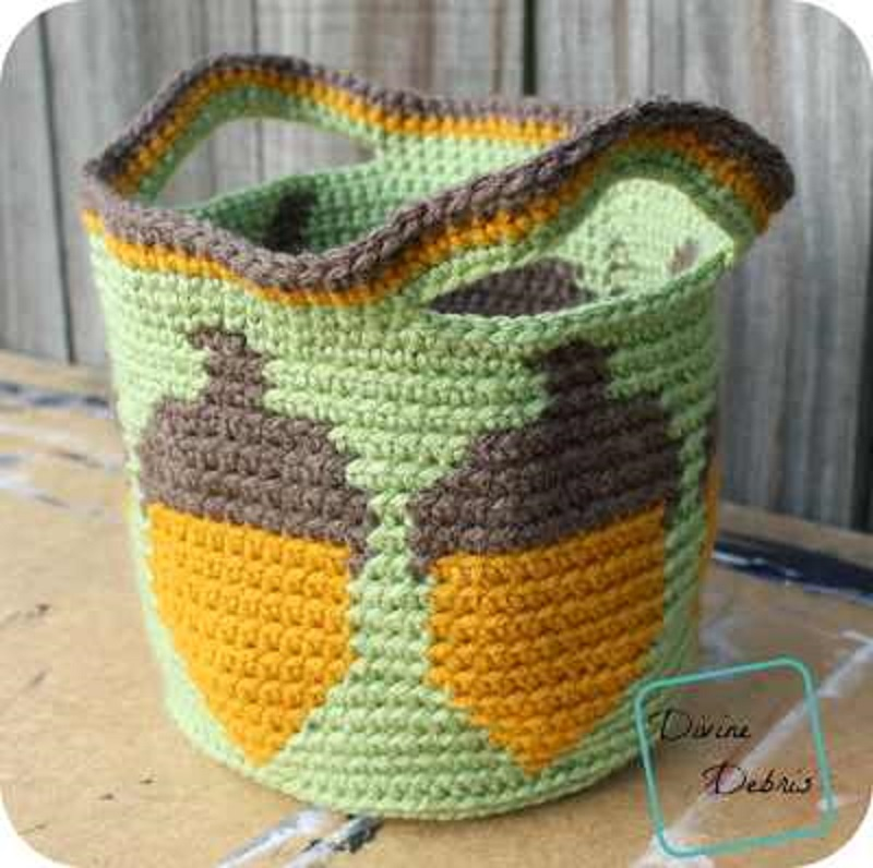 [Free Pattern] Bring The Warm Colors Of Fall Into Your Home With This Beautiful Acorns Basket